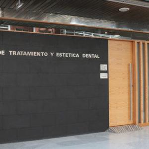 Centro de Tratamiento y Estética Dental en Area Central